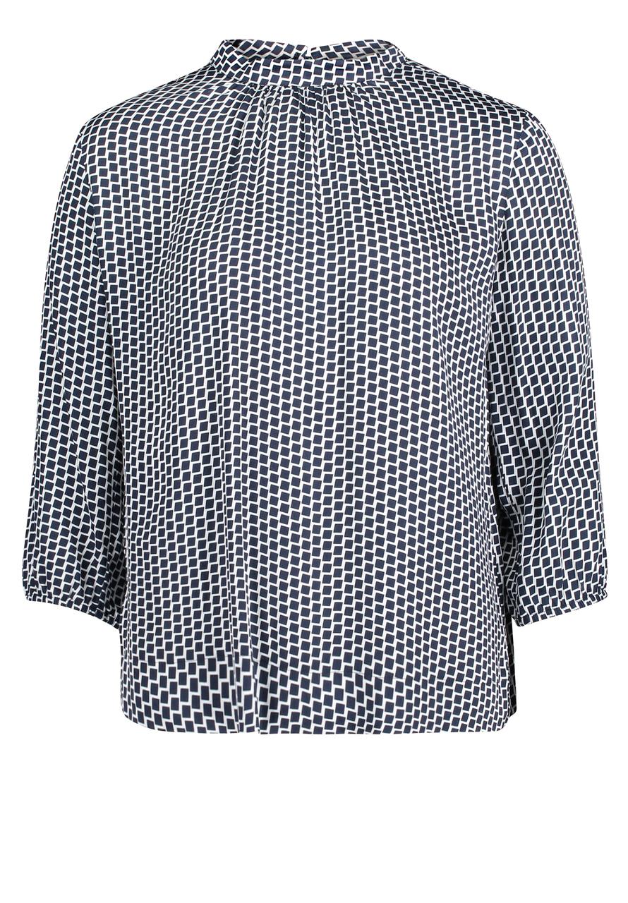 Artikel klicken und genauer betrachten! - BETTY & CO: Satin-Bluse, Das perfekte Teil für jeden Tag und viele Saisons. Leichte Satin-Bluse mit Raffung und figurumspielendem Schnitt. | im Online Shop kaufen